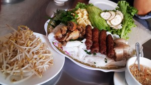 Quick eats in Phnom Penh: Bánh hỏi for lunch