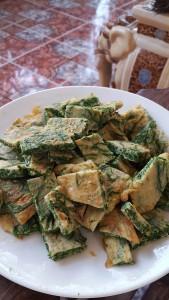 Khmer foods I love: Sa-om pong tia (acacia leaf duck egg omelet)