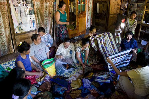 Ladies selling textiles Lao Thoeng (Khmu) village of Na Sala