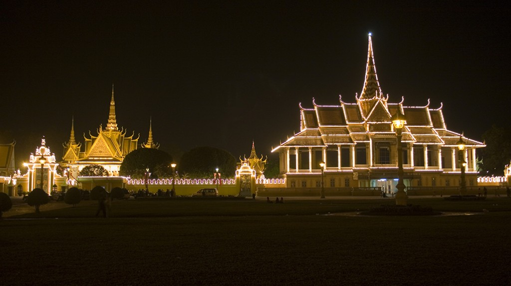 Royal Palace at night